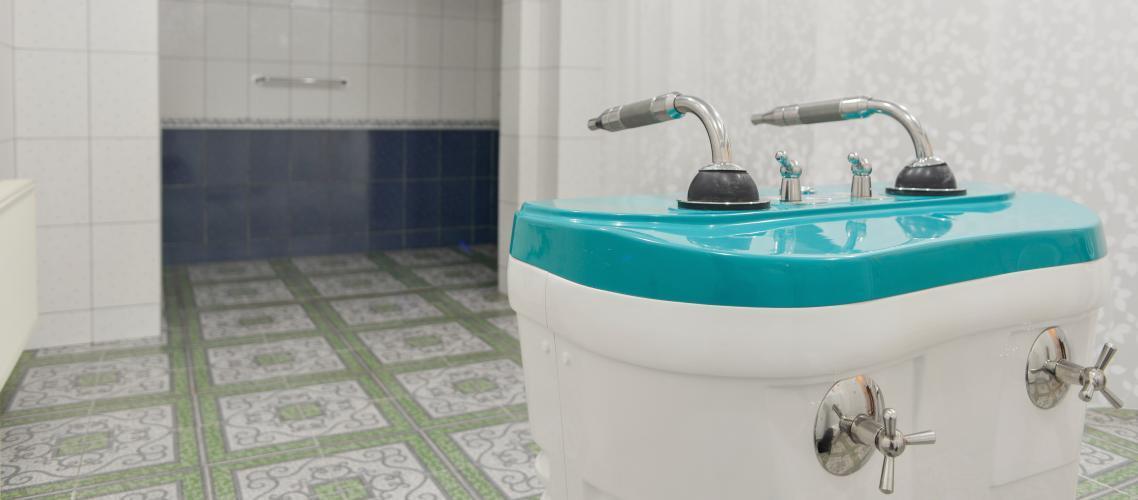 Душ Шарко, колоноскопия, гидроколонотерапия проводятся в зоне водолечения клиники Персомед